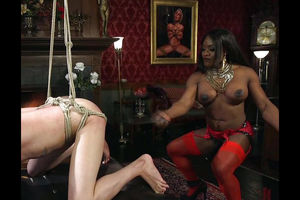 Ebony domina Kelli Provocateur..
